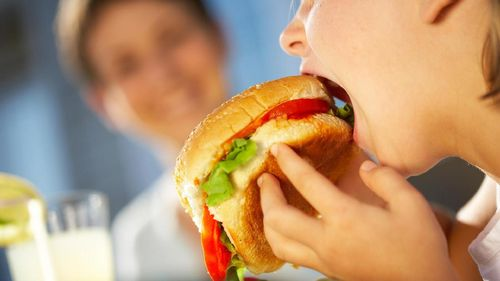 Hal-hal yang Menyebabkan Kalap Makan Usai Olahraga 1