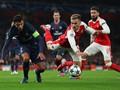 Arsenal dan PSG Saling Ngotot di Babak Pertama