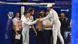 Hamilton Tak Peduli Pengganti Rosberg