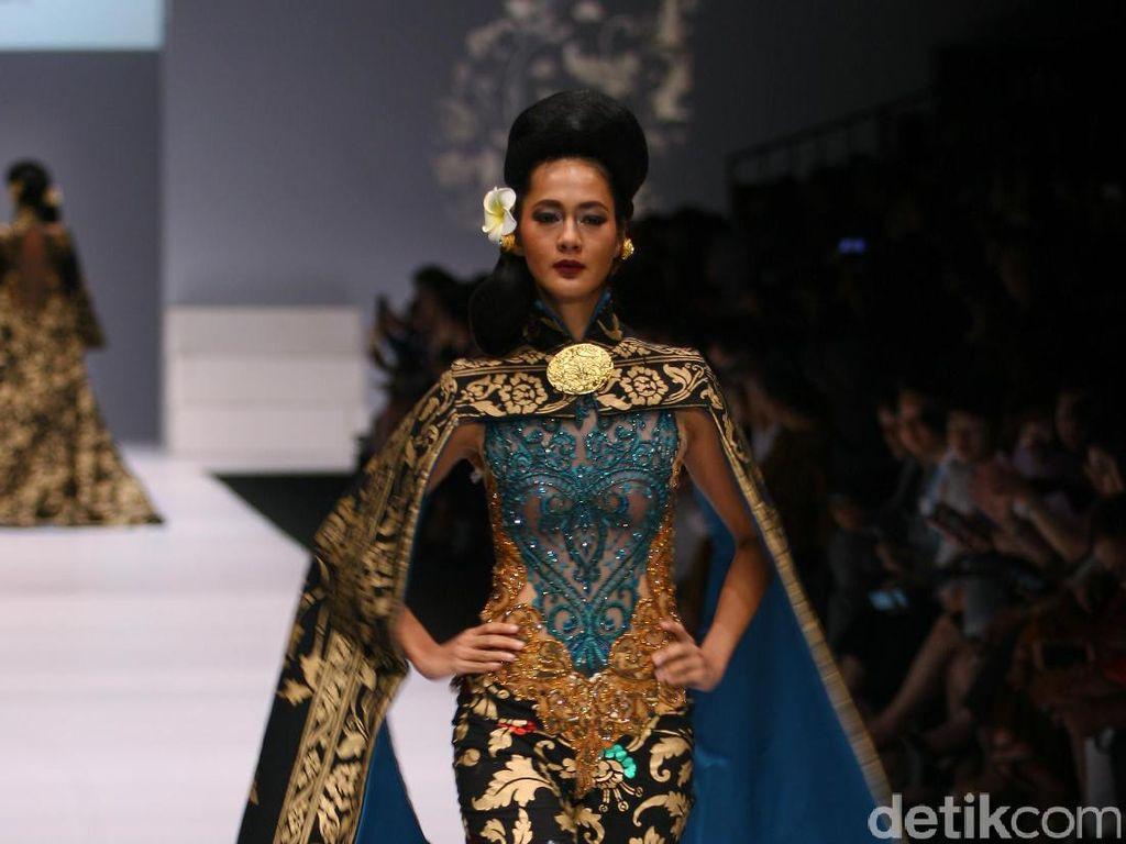 Foto: Koleksi Anne Avantie di Jakarta Fashion Week 2017