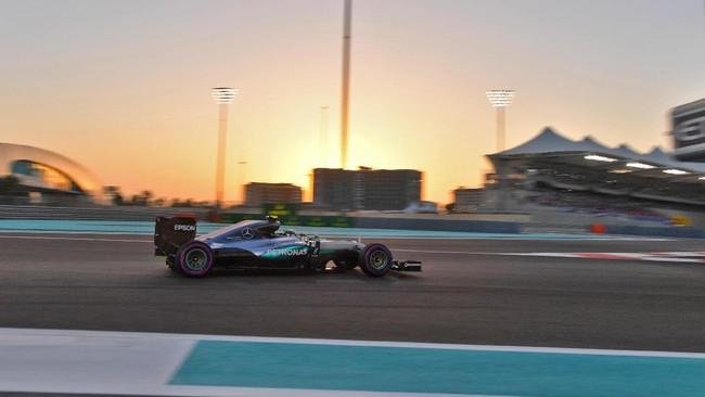 Namun untuk seri terakhir ini, Nico Rosberg hanya perlu finis di posisi ketiga untuk mengunci gelar juara duni F1 musim ini. (AFP PHOTO / Andrej ISAKOVIC)