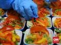 Mengintip Kesibukan Koki Dapur Katering 'Makanan di Udara'