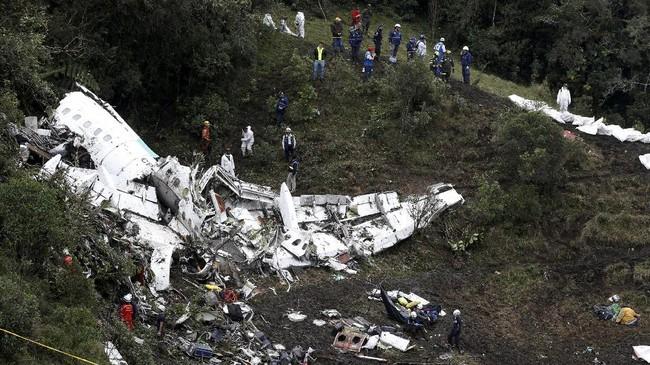 Kecelakaan pesawat bernomor penerbangan CP2933 menewaskan 71 penumpang dan hanya enam orang yang selamat dari daftar manifes pesawar yang menuju ke Kolombia. (REUTERS/Jaime Saldarriaga)
