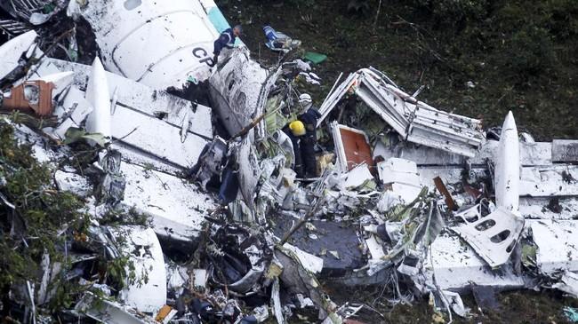 Kecelakaan pesawat bernomor penerbangan CP2933juga menewaskan para pemain dan oisial klub Brasil Chapecoense yang jadi penumpang. (REUTERS/Fredy Builes)