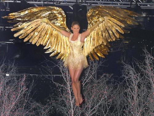 Seperti Ini Bedanya Show Victorias Secret di Tahun 90-an dan Era Millennial