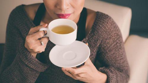 Studi Ungkap Hobi Minum Teh Pangkas Risiko Demensia, Mau Coba?