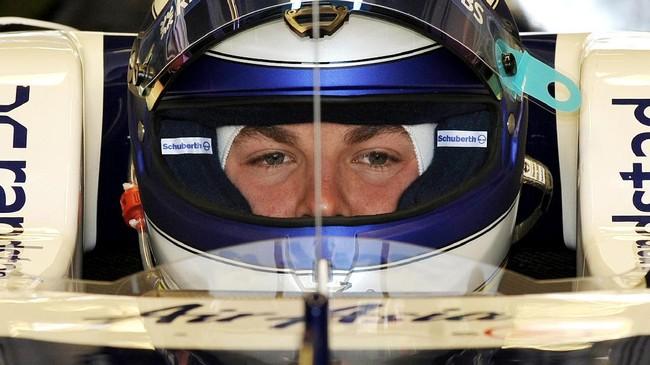 Hanya dalam waktu tiga tahun, Rosberg telah dilirik oleh Mercedes. Meski saat itu masih kalah dari Red Bull yang memiliki sasis paling bagus, Mercedes di ambang kesuksesan karena terus melakukan pengembangan mesin. (AFP PHOTO/William WEST)