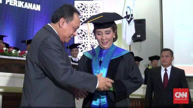 Raih Gelar Doktor Kehormatan, Menteri Susi Merasa Tak Pantas