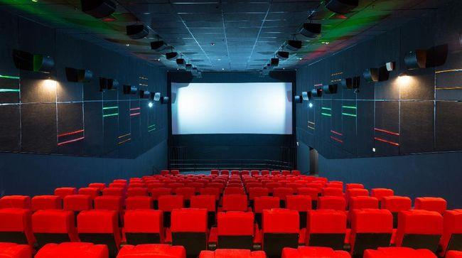 Modal Rp10 Ribu, Nonton Bioskop Irit dengan Bangku Plastik