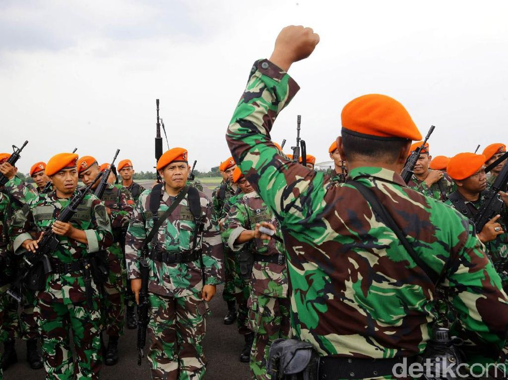1 Kompi pasukan paskhas TNI Angkatan Udara dilepas untuk diberangkatkan ke Aceh.