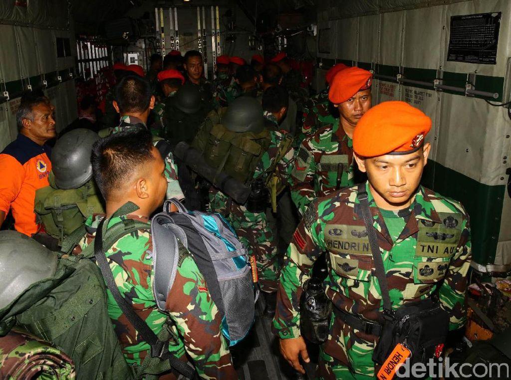 Satgas ini berangkat dengan pesawat Hercules milik TNI AU.