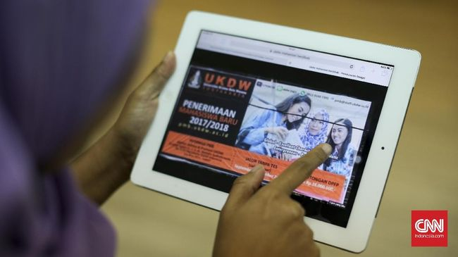 FUI Yogyakarta Sisir Baliho Mahasiswi Berjilbab Kampus Lain