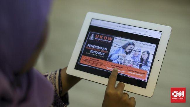 UKDW: Mahasiswi Berjilbab di Baliho Berprestasi