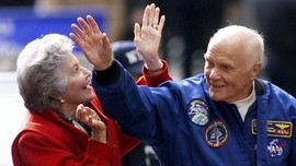 Duka Obama untuk Astronaut Penjelajah Antariksa Pertama AS