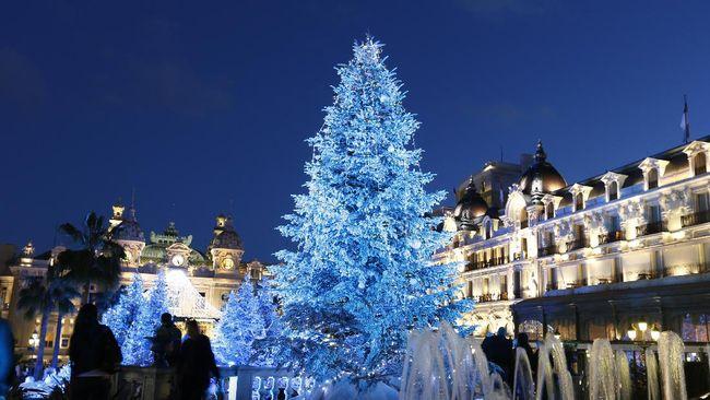Pohon Natal Setengah, Tren Baru Demi 'Irit' Tempat