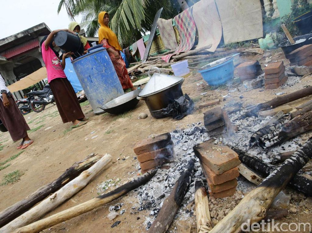 Sebanyak 619 jiwa megalami kesulitan air bersih untuk keperluan memasak di posko darurat.