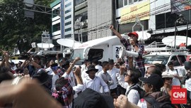 Massa Pendukung Ahok Beraksi di Sidang Perdana