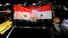 Loyalis Assad Rayakan Kemenangan Tentara Suriah di Aleppo