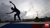 Seorang skater, Didi Arifin, juga menjajalskate park di sini. Didi yang jugamerancang desain skate park menilai bahwa skate park Kalijodo merupakan yang terbaik di Indonesia. (CNN Indonesia/Safir Makki)