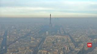 Kota Romantis Paris Berselimut Kabut Asap