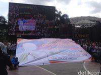 Kampanye ini dilakukan oleh Perhimpunan Dokter Spesialis Onkologi Radiasi Indonesia (PORI) bekerjasama dengan Perhimpunan Dokter Paru Indonesia (PDPI). Dilakukan dengan tujuan memberikan pemahaman akan pentingnya berhenti merokok. Acara ini pun dilakukan secara berbeda yaitu dengan menari dan menyanyi. (Foto: Puti/detikHealth)