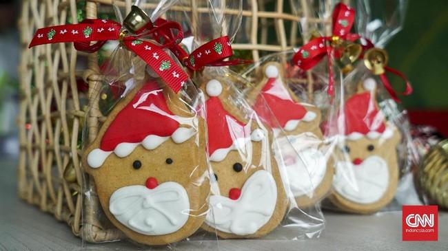 Perayaan Natal dan Tahun Baru sudah di depan mata. Saatnya menyajikan kue kecil sampai makanan utama untuk keluarga dan para tamu. Andalkan resep klasik, lalu tambahkan hiasan atau elemen khas Natal yang lucu. (CNNIndonesia/Mundri Winanto)