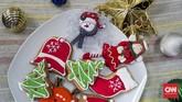 Kue jahe sudah dikenal di Eropa pada abad ke-18. Sejak itu, nyaris tak pernah absen sebagai sajian Natal dan Tahun Baru. Hiasannya pun makin semarak, dari lonceng, pohon cemara, sinterklas, sampai kaus kaki. (CNNIndonesia/Mundri Winanto)