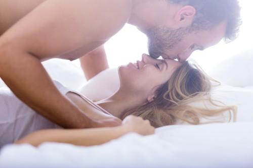 4 Keuntungan Berfantasi Seks saat Bercinta