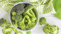 Saudara perempuan yang super kaya ini sering terlihat makan semangkuk sayuran hijau dalam reality show mereka. Mengulangi makanan sehat yang sama yang Anda cintai dari waktu ke waktu memang dapat membantu Anda mengonsumsi lebih sedikit kalori, kata penelitian. Foto: iStock
