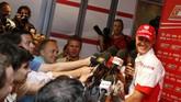 Bersama Ferrari, Schumacher merebut lima kali gelar juara dunia secara beruntun dan mengukuhkan dirinya sebagai salah satu pebalap terhebat sepanjang masa. (AFP PHOTO BERTRAND GUAY)