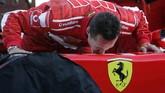 Pada musim balapan 2006, Schumacher akhirnya memutuskan pensiun. Ia mengakhiri karier dengan serentetan rekor termasuk di antaranya jumlah kemenangan terbanyak, pole position terbanyak, dan pebalap dengan gelar juara dunia terbanyak. (AFP PHOTO / FILIPPO MONTEFORTE)