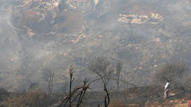 Aleuy mengatakan, api ini juga dapat menyebar dengan cepat karena buruknya sanitasi akibat menumpuknya sampah di sepanjang parit di Valparaiso. (Reuters/Rodrigo Garrido)