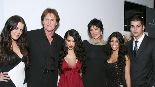 Penulis Novel Telah Membunuh Kim Kardashian dengan Brutal!