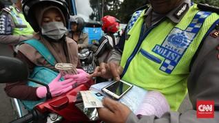 Tak Mau Ditilang, Ibu Berhijab Gigit Tangan Petugas Polisi
