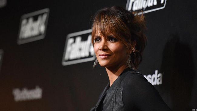 Rumah Halle Berry Disebut Dirampok Bajak Laut