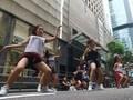 Hari Libur, ART Hong Kong Berjoget hingga Berjalan 'Catwalk'