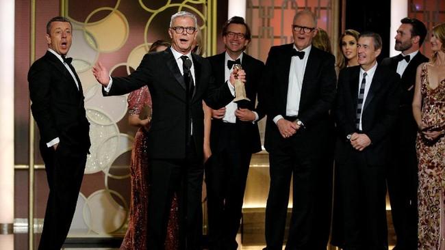 The Crown memang sedang mencapai popularitasnya. Acara itu juga mendapat 'mahkota' penghargaan dari Golden Globes 2017 sebagai Serial Drama Terbaik. Acara itu bahkan mengalahkan program andalan HBO seperti Game of Thrones. (REUTERS/Mario Anzuoni)