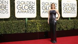 Parade Busana 'Serba Hitam' di Karpet Merah Golden Globes