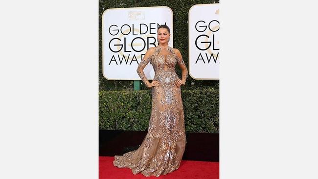 Sofia Vergara memang dikenal punya bentuk tubuh yang indah. Dia pun tampaknya sadar dengan hal itu. Di Golden Globe dia memamerkan lekuk tubuhnya yang indah dengan busana yang terbuka di bagian dadanya. (REUTERS/Mike Blake).