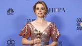 Claire Foy membawa pulang piala pertamanya lewat The Crown. Ia menjadi Aktris Seri Drama Terbaik lewat serial yang diproduksi orisinal oleh Netflix. (REUTERS/Mario Anzuoni)