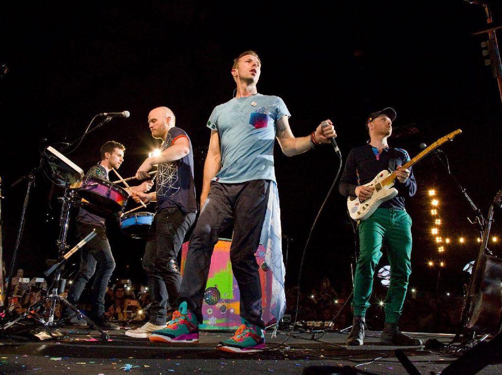 Ada juga Coldplay dengan USD 115,5 juta atau lebih dari Rp 1,6 triliun yang membuatnya berada di urutan ketujuh. Foto: (Coldplay/Facebook)