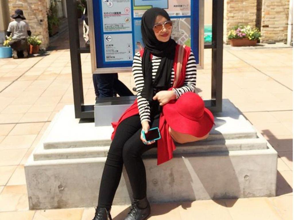 Foto: Gaya Hijab Adin Lubis, Populer Pasca Menikah dengan Traveler Belanda