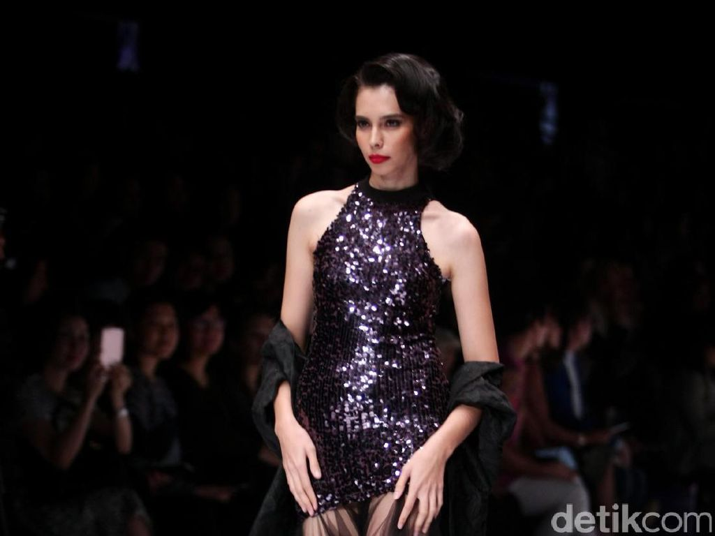 Foto: Koleksi Billy Tjong di Jakarta Fashion Week 2017