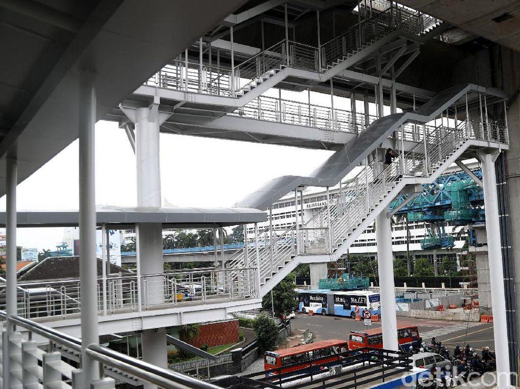 Halte tersebut terletak di Jalan Trunojoyo tepatnya di perempatan depan kantor Kejaksaan Agung, Jakarta Selatan. Saat ini halte tersebut telah selesai dibangun dan akan segera digunakan.