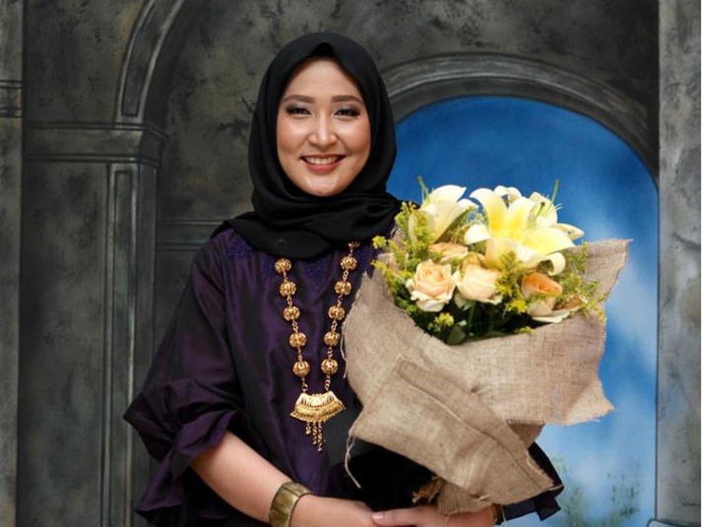Foto: Pesona Hijab Dias Kinanthi, Adik Bungsu Penyanyi Andien