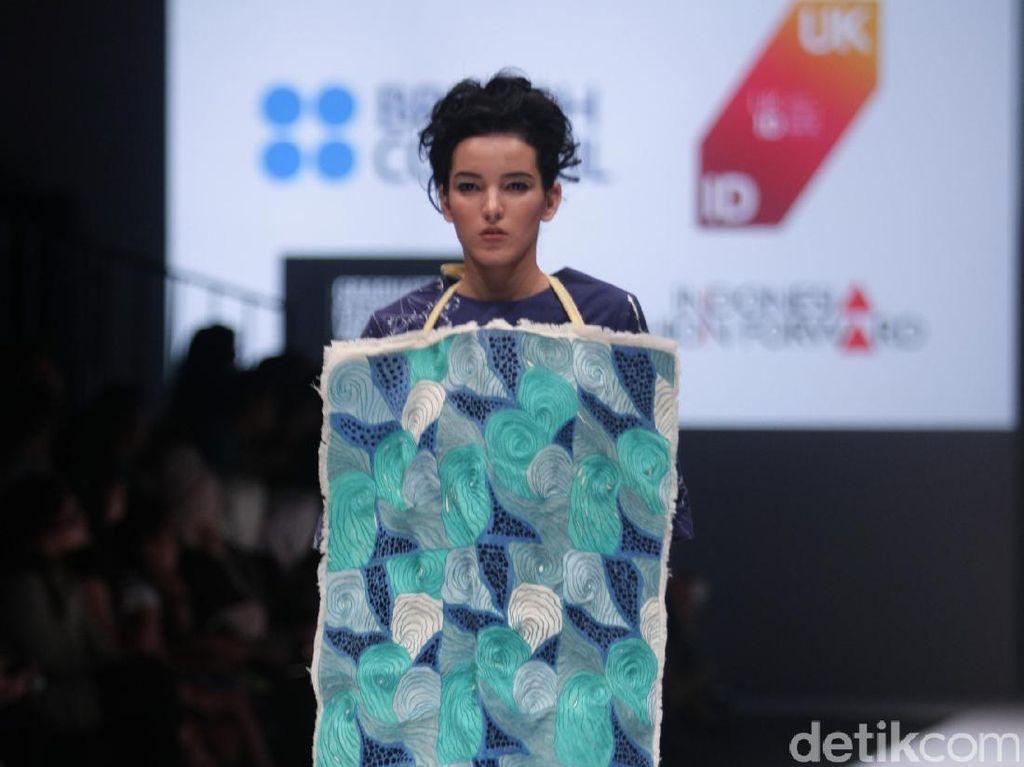 Foto: Koleksi Brand Lekat di Jakarta Fashion Week 2017