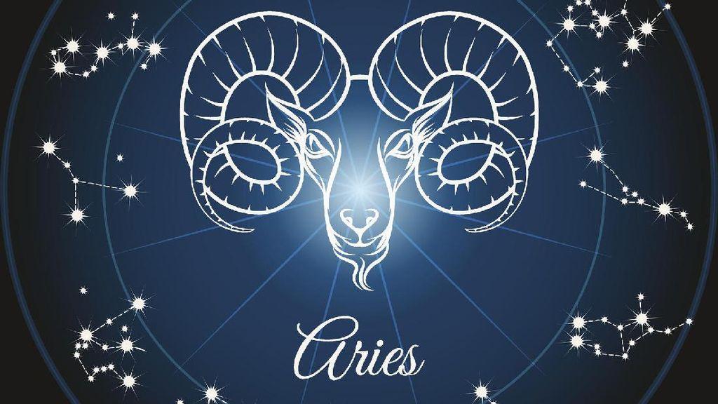 Ramalan Zodiak Anda Hari Ini: Aries Makin Mesra Saja