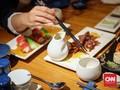 Restoran Inggris Sajikan Makanan di Punggung Tangan Tamu