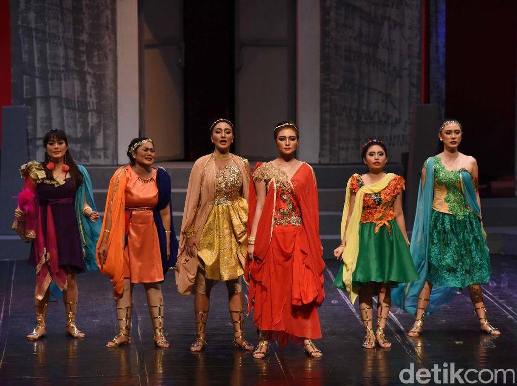 Bersama Tater Kampung Duku, Citra menyampaikan pesan kesetaraan gender lewat drama teater tersebut. Foto: Noel/detikHOT