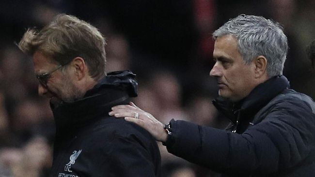Klopp Tak Masalah Mourinho 'Parkir Bus' di MU vs Liverpool